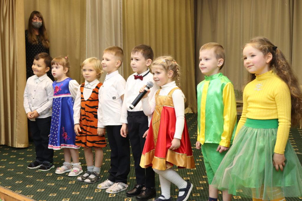 """Осенние праздники в детском саду """"Лотос"""""""