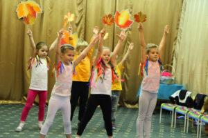 «Вальс с осенними листьями» праздник осени в подготовительной группе