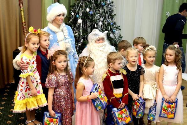 Новогодний праздник (Подготовительные группы)
